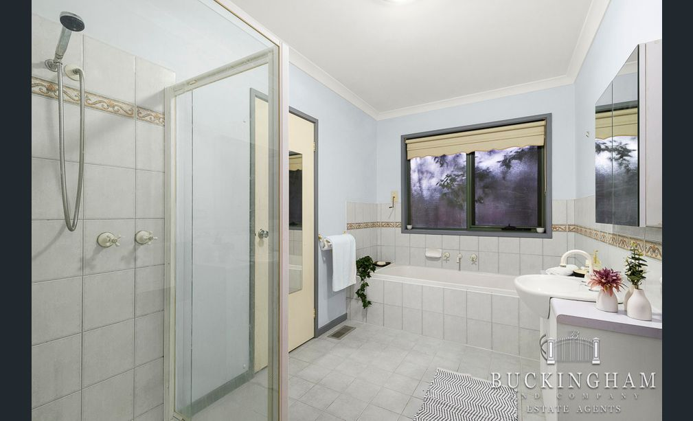 119-Karingal-Drive-Briar-Hill-Bathroom